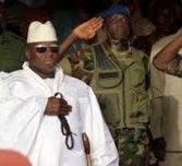 Des navires de guerre américains et français en état d'alerte maximale, les heures de Jammeh comptées