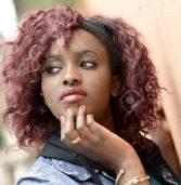 Mamie, 21 ans, paie son appartement, factures, tissages, et ses études grâce à l'argent qu'elle tire des «mbaranes»